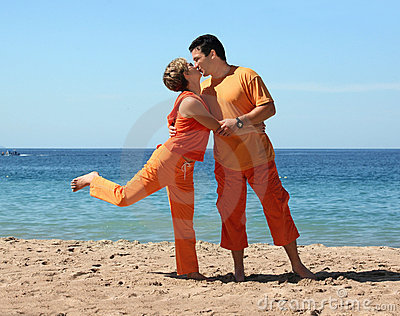 Küssen auf dem Strand
