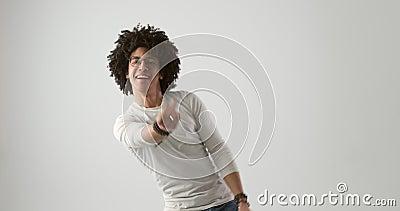 Kędzierzawy z włosami mężczyzny taniec zbiory