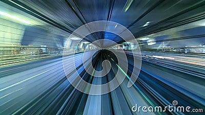 4K χρονικό σφάλμα του αυτόματου τραίνου που κινείται προς τη σήραγγα, Τόκιο, Ιαπωνία απόθεμα βίντεο