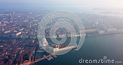 4K Filme da Vista do Sol até à Praça San Marco, Centro Municipal de Veneza, Itália vídeos de arquivo
