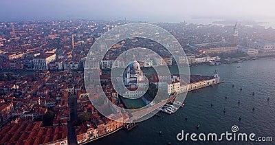 4K Filme da Vista do Sol até à Praça San Marco, Centro Municipal de Veneza, Itália video estoque