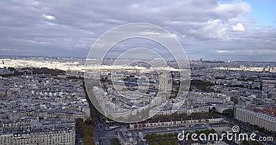 4K Footage Aerial Close up to the Eiffel Tower and w pobliżu miejsc w Paryżu, Francja zdjęcie wideo