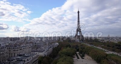4K Footage Aerial Close up to the Eiffel Tower and w pobliżu miejsc w Paryżu, Francja zbiory wideo