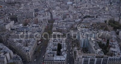 4K Footage Aerial Close View to the Eiffel Tower and near sites in Paris, Frankrike arkivfilmer
