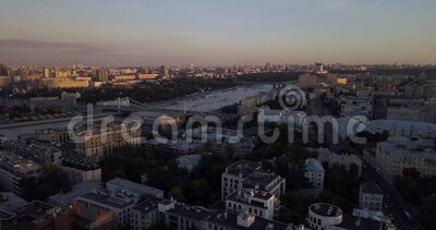 4K Footage Aerial View to Moscow Bridge and Luxury Apartments under Sunset Lights, Rosja zdjęcie wideo