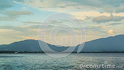 4K tijdtijdspanne van Wolken over het reservoir klap-Pra stock video