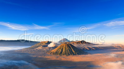 4K Timelapse do vulcão no nascer do sol, East Java de Bromo, Indonésia filme