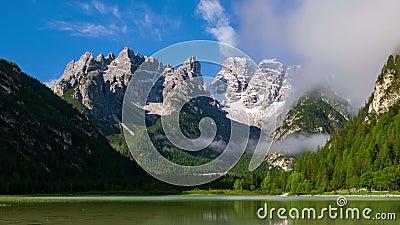 4K Timelapse Lago di Landro nelle Dolomites, Sud Tirolo, Italia, Europa archivi video