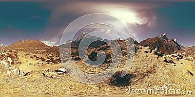 4K VR för byn Dingboche och Pheriche i Nepal, baspunkt för den svåraste baslägerbanan EBC Buddhist stupa på lager videofilmer