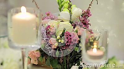 Kaarsen en bloemen