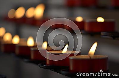 Kaarsen in Kerk