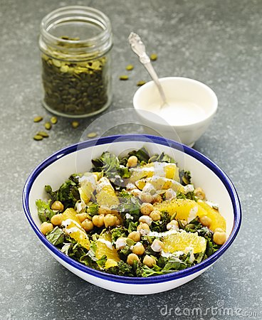 Free Kale, Orange And Chickpeas Salad Stock Images - 101514554