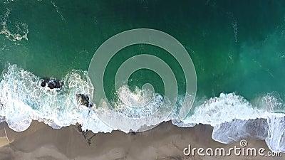 Kalifornia, Stany Zjednoczone, widok z lotu ptaka plażowi domy wzdłuż wybrzeże pacyfiku w Kalifornia Nieruchomość podczas zmierzc zdjęcie wideo