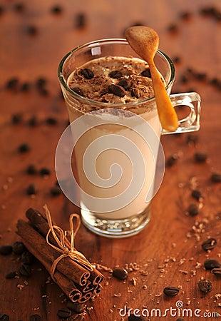Kallt iskaffe med choklad