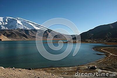 Kara-Kul lake