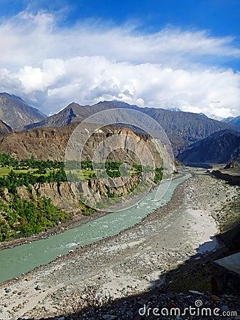 Free Karakoram Highway Mountain Range And Hunza River In Summer Royalty Free Stock Photography - 41308877
