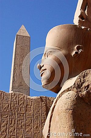 Karnak ramses雕象