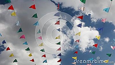 Karneval feiern Fahnenparteiflaggen stock video