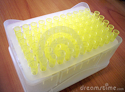Kasten mit Laborpipette-Plastikspitzen