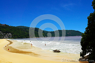 Kata Noi Beach s Shoreline