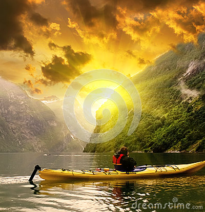 Free Kayaker Eaves Geiranger Fjord Bay At Rainy Day In Norway Stock Images - 61744444