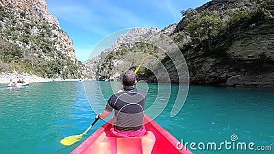 Kayaking en el barranco de Verdon en primavera, Provence francia metrajes