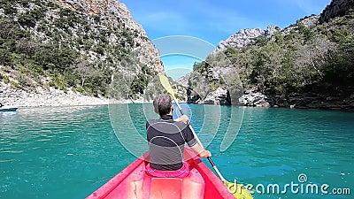 Kayaking en el barranco de Verdon en primavera, Provence francia almacen de video