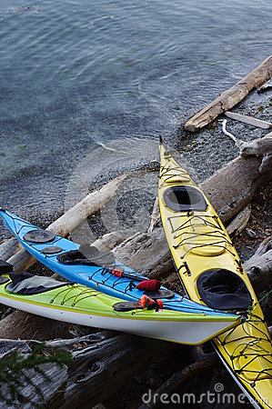 Free Kayaks At The Shore Royalty Free Stock Photography - 59729477