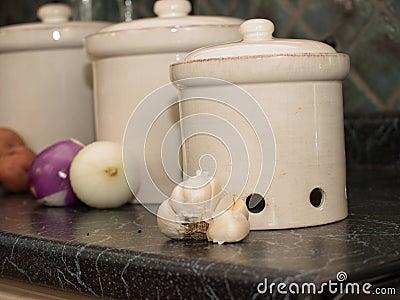 Küchekanister für Kartoffeln, Zwiebeln und Knoblauch