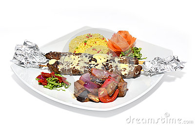 Kebab de la carne con las verduras