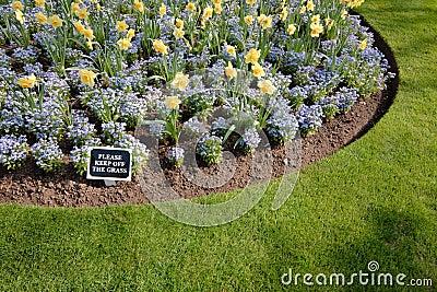 Keep Off the Grass Garden Sign