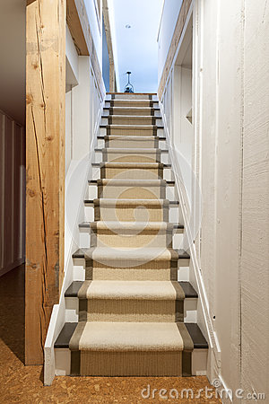 Keller und treppe im haus stockfoto   bild: 30611640