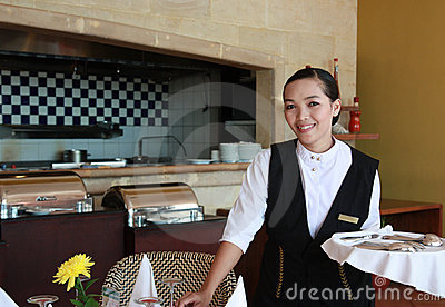 Kellnerin bei der Arbeit