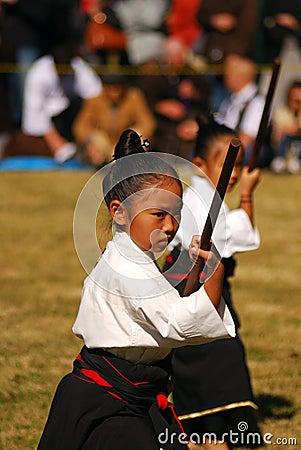 Kendo de ejecución de la muchacha japonesa, Tokio, Japón Imagen de archivo editorial
