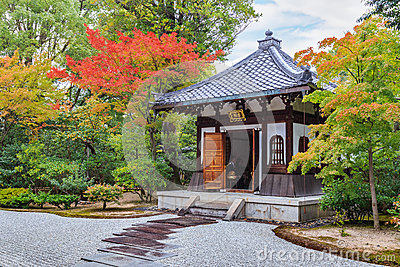日本�z%�_kennin籍寺庙的日本庭院在京都,日本.