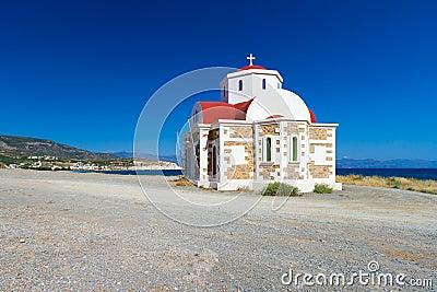 Kerk op de kust van Kreta