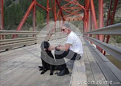 Kerl und sein Hund
