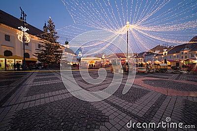 Kerstmislichten in de stad