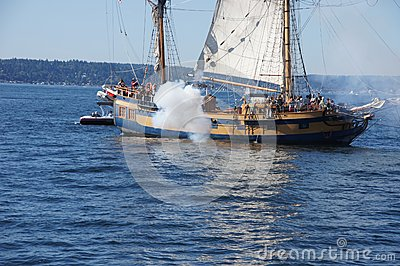 The ketch, Hawaiian Chieftain, fires her cannon Editorial Photo