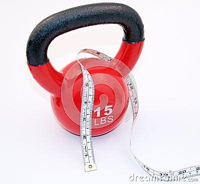 Kettlebell e fita de medição