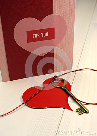 Free  Key To My Heart  Love Concept, With Gold Heart Shape Key And Red Heart Gift Tag Royalty Free Stock Photo - 29018425