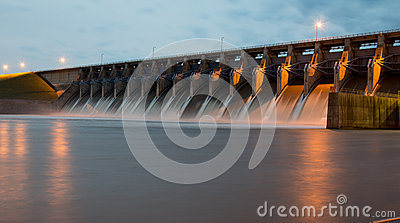 Keystone Dam at Dusk