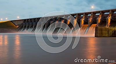 Keystone Dam at Dusk