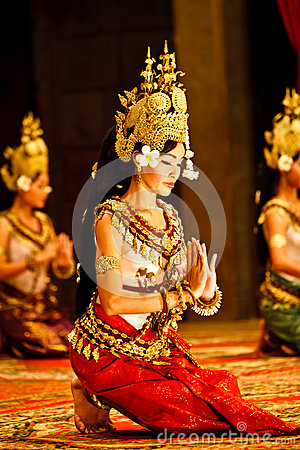 Free Khmer Apsara Dancers In Traditional Costume Stock Images - 25697944