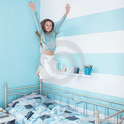 Free Kid Girl Jumping On Bed Stock Images - 49928434