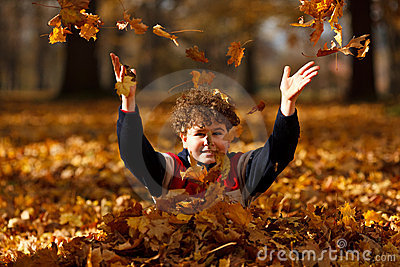 Kid playing in autumn park