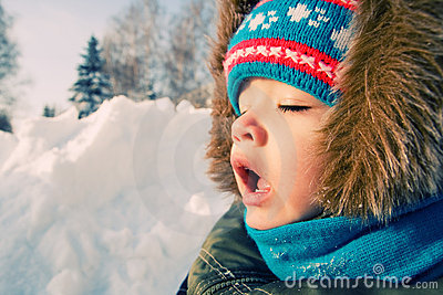 Kid want to sneeze. Snow winter.