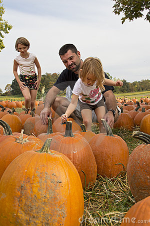 Free Kids And Pumpkins Royalty Free Stock Images - 21560179