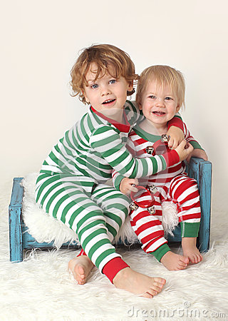 Free Kids Children In Christmas Outfits Royalty Free Stock Photography - 34037467