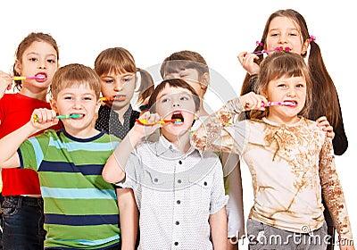 Kids crowd cleaning teeth